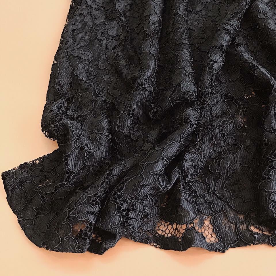 Đầm Cổ Yếm Ren Suông